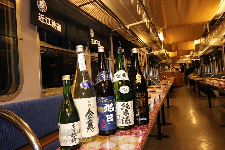 「近江の地酒電車」車内の様子