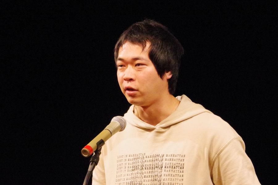 「とてもうれしく思っています。今日1日ずっとそわそわして過ごしてました」という匿名劇壇の作・演出家の福谷圭祐