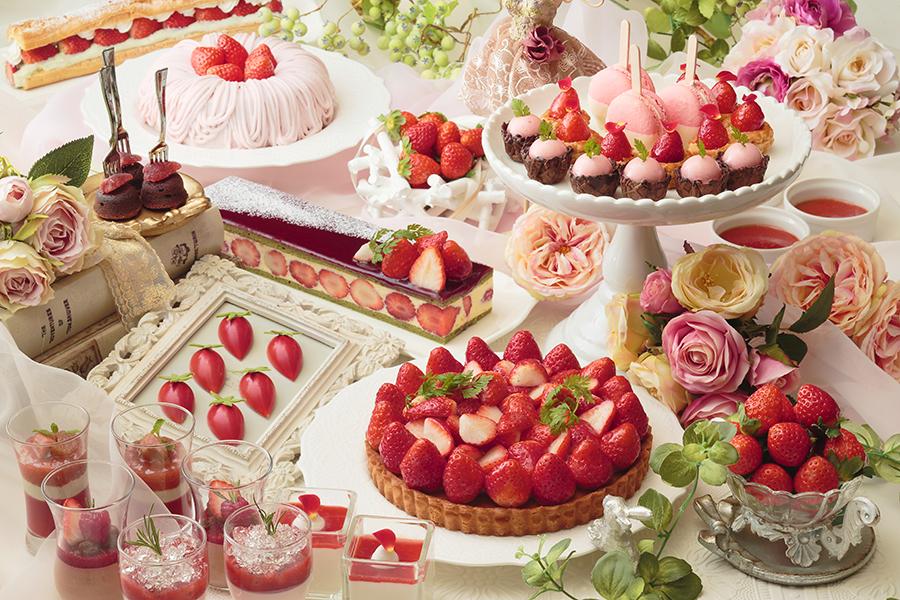 ピスタチオのブリュレといちごのソース、リュバーブといちごのムース、薔薇とライチといちごのヴェリーヌなど個性あふれるメニューが勢揃い
