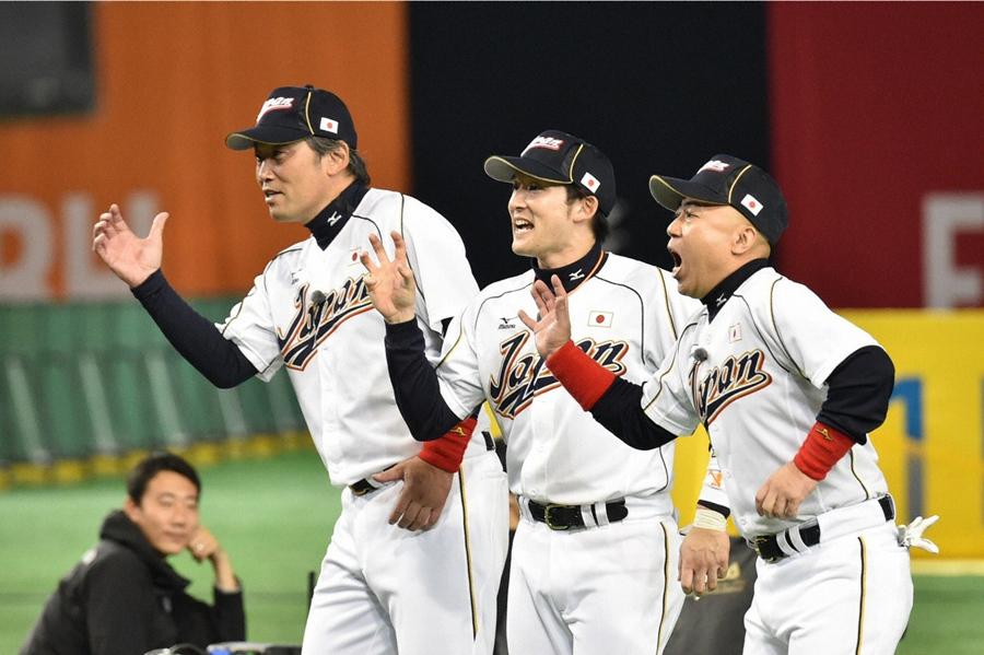 抜群のコンビネーションを見せる石橋ジャパン(左から吉岡、杉谷、ゴルゴ)© ABC
