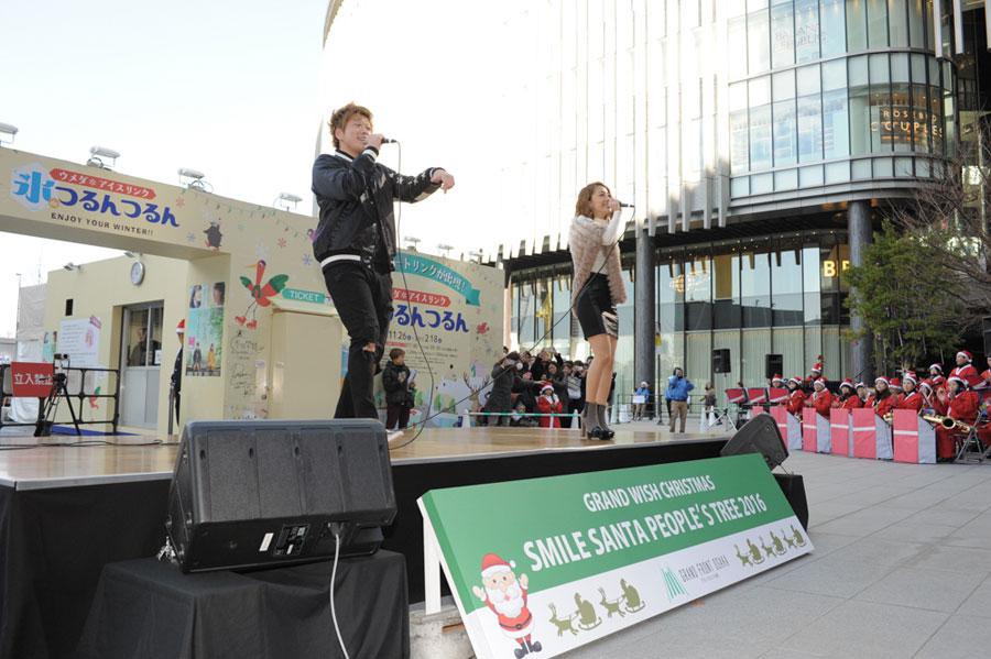関西で活動する2人組ユニット・JamFlavorが、ウィンター・ソングを披露した