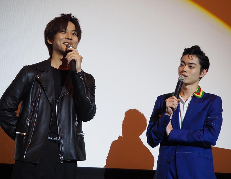 同じ事務所で同じマネージャーという松坂桃李(左)と菅田将暉(12日・梅田ブルク7)