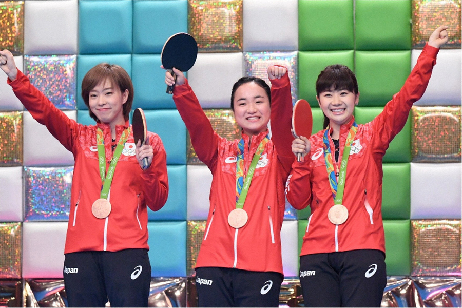 卓球女子団体・リオ五輪銅メダリストの石川佳純、伊藤美誠、福原愛(左より) © ABC