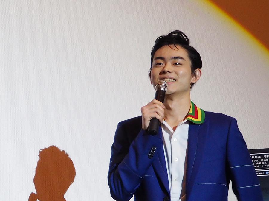 笑顔でトークを披露した菅田将暉(12日・梅田ブルク7)