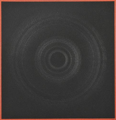 瀧口修造《ロトデッサン cercle vicieux》13.5×13.5cm 1971年 鉛筆、黒紙、赤紙 ©Shuzo Takiguchi(1月7日〜、ozasakyoto)