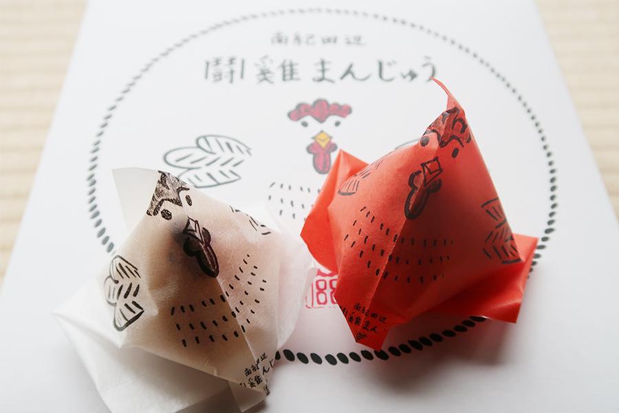 「闘鶏まんじゅう」9個入り1440円。箱は、とんとん相撲としても楽しめるように