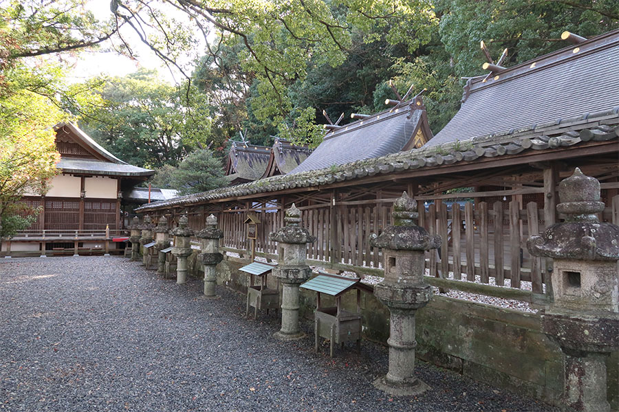 「鬪鷄神社」は、JR紀伊田辺駅から徒歩圏内。地元の人々からは「権現さん」として親しまれている