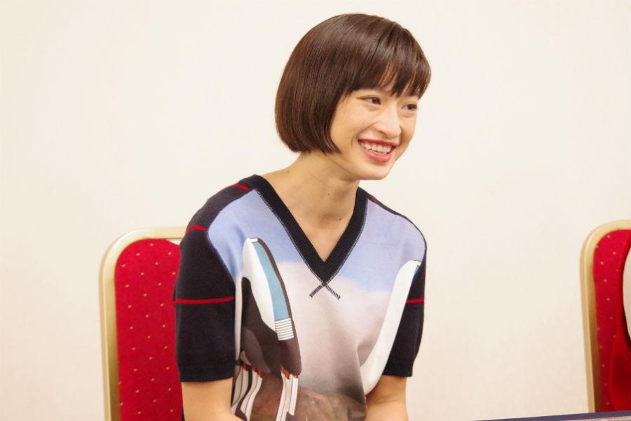 「カタツムリって餌によってフンの色が変わるんですよ。人参あげるとオレンジになる」と門脇麦(10月28日、大阪市)
