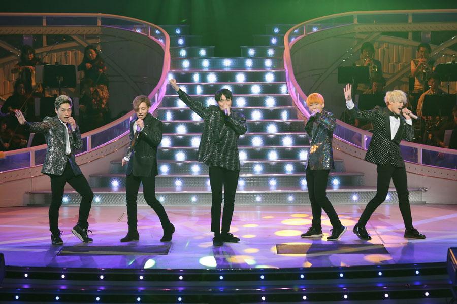 NHKの歌番組『わが心の大阪メロディー』でリハーサルをおこなったX4のメンバー。センターが松下優也(YUYA) (13日、NHK大阪ホール)