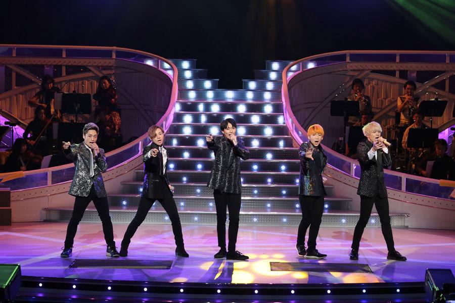 歌番組『わが心の大阪メロディー』に生出演するX4のメンバー。右からKODAI、JUKIYA、YUYA、SHOTA、T-MAX(13日、NHK大阪ホール)