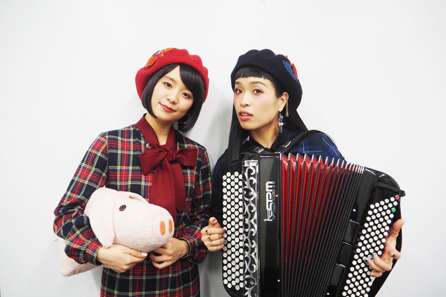 チャラン・ポ・ランタン(左から)唄/平成生まれの妹のもも、アコーディオン/昭和生まれの姉の小春