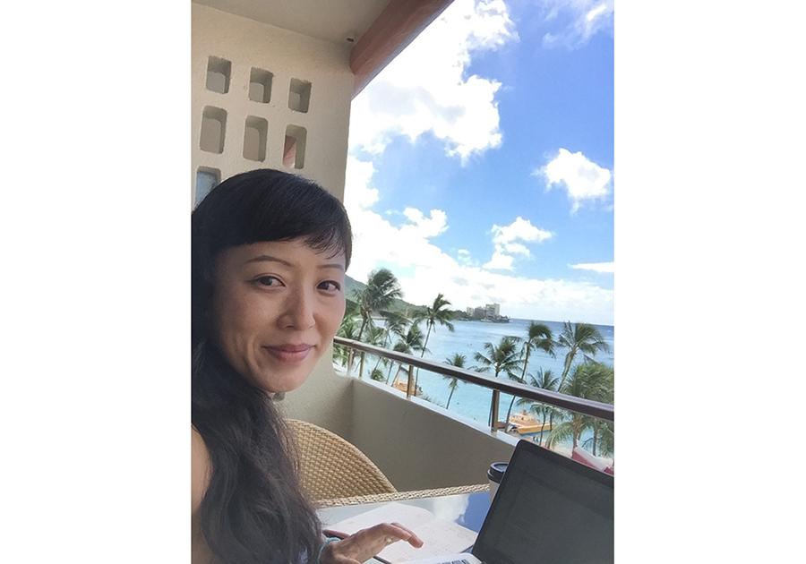 ハワイへの渡航歴100回以上という、フリーエディターの赤澤かおりさん