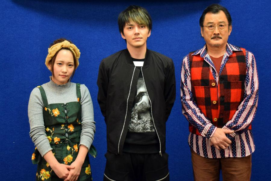 左からBSプレミアムのドラマ『アオゾラカット』に出演する川栄李奈、林遣都、吉田鋼太郎(21日、大阪市)