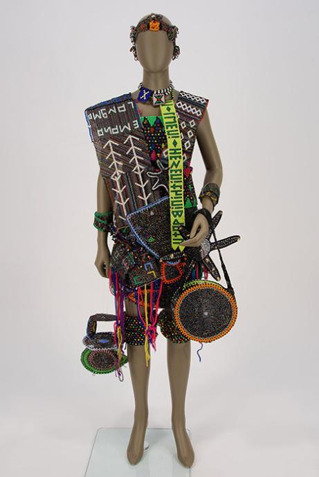 ビーズ製の花嫁衣装(南アフリカ)