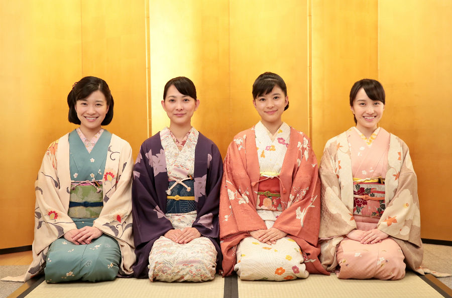 新年あいさつをコメントした、百田夏菜子、芳根京子、谷村美月、土村芳(右から左)。4人は、NHK連続テレビ小説『べっぴんさん』で子ども専門店「キアリス」の創業者を演じる