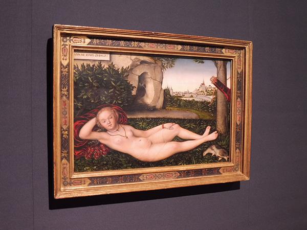 ルカス・クラーナハ《泉のニンフ》1537年以降 油彩/板(菩提樹材) ワシントン・ナショナル・ギャラリー/国立国際美術館(大阪市北区)にて、4月16日まで