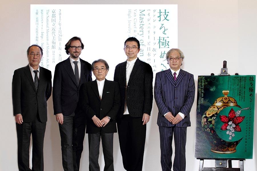 東京・フランス大使公邸で開催された記者会見(右が京都国立近代美術館・松原龍一学芸課長)