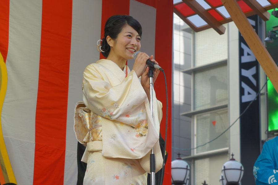 NHK連続テレビ小説は『ふたりっこ』『だんだん』につづいて『べっぴんさん』に出演する三倉茉奈(10日、大阪市)