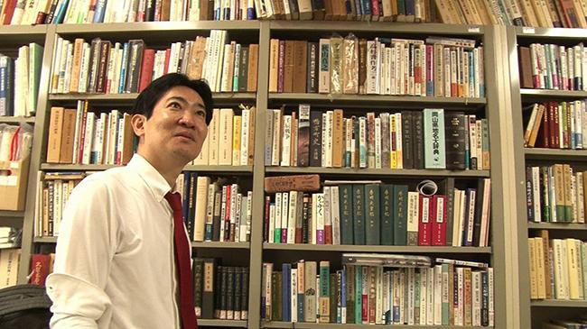「実家が岡山の鴨方藩重臣の家系だったことから、幼い頃より古文書に興味を持った」と磯田道史(毎日放送「情熱大陸」)