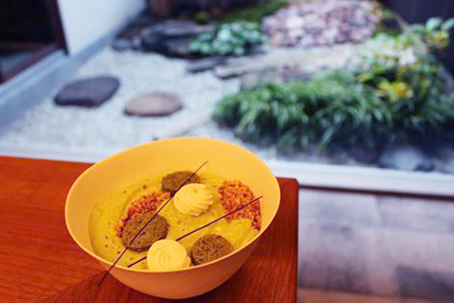 「アッサンブラージュ カキモト」垣本晃宏シェフが提案するのは「食べるショコラドリンク」。温かいショコラショーの上に抹茶のエスプーマをかけたものを予定(写真はイメージ)