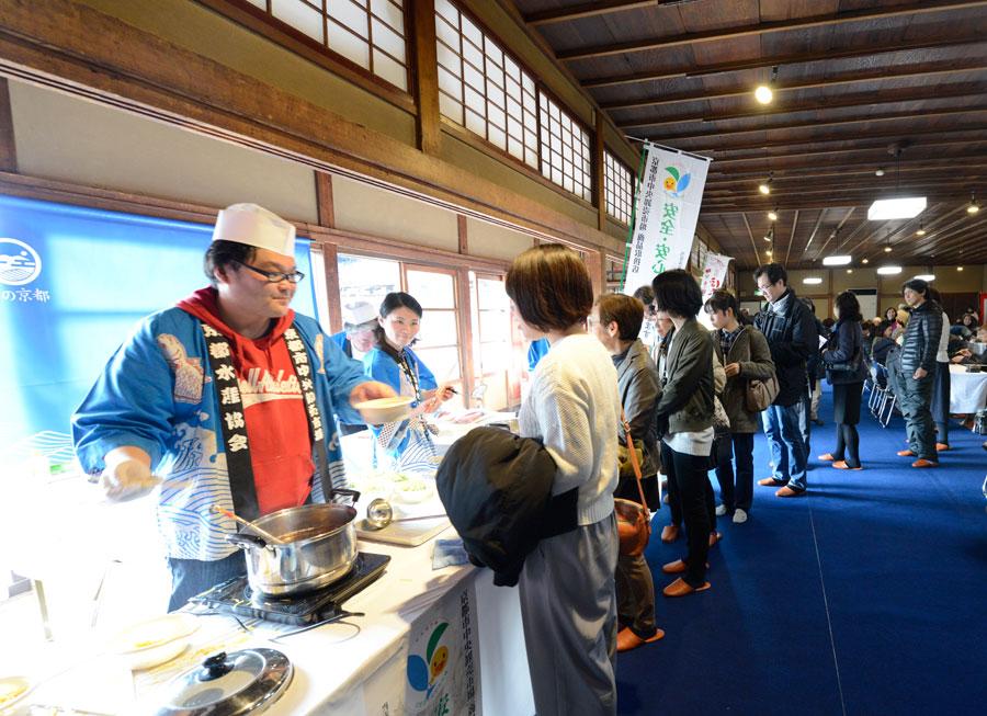 会場の「建仁寺」は、中国から茶種を持ち帰り、一度廃れていた茶文化を普及させた禅師・栄西が鎌倉時代に開山した