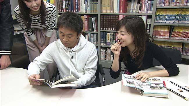 社内にある癒やしの場所を浜田に紹介する豊崎アナウンサー(毎日放送「ケンゴロー」)