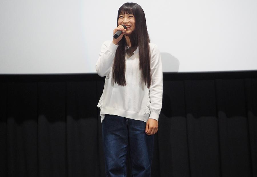 主演映画の舞台挨拶をおこなったシンガーソングライターのmiwa(23日・大阪市内)