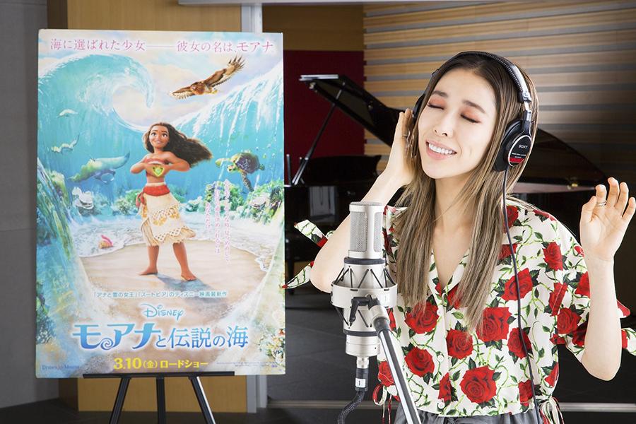 日本語版エンドソングを担当することが決まった歌手の加藤ミリヤ