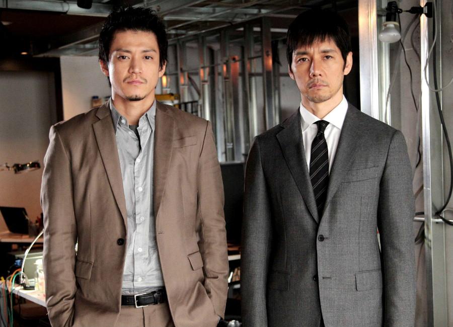 民放連続ドラマ初共演を果たす小栗旬(左)と西島秀俊