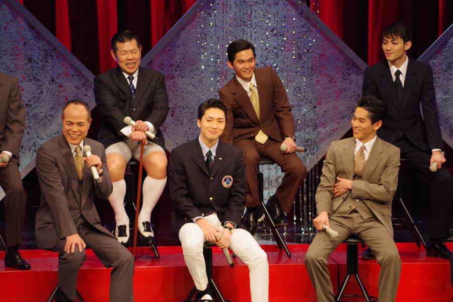 『THE 男会』に登場した田中要次(前列左)、松下優也、永山絢斗ら