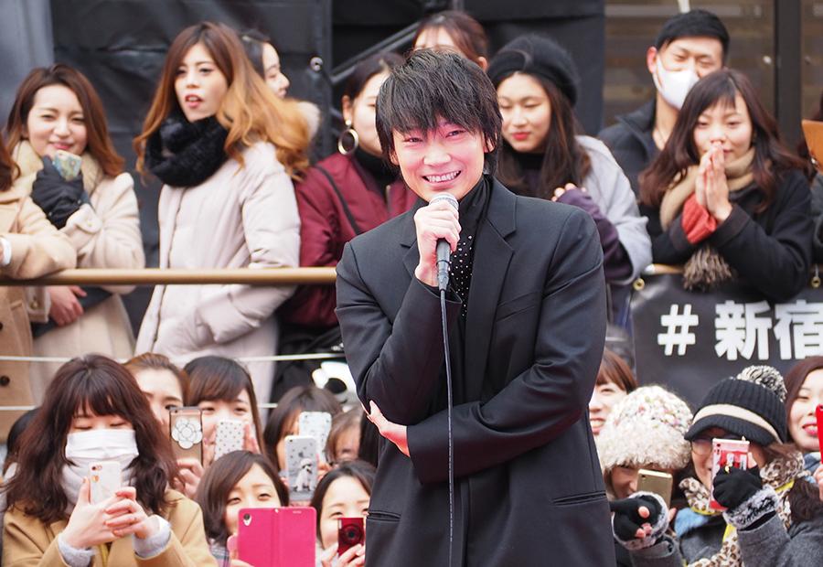 「大阪最高ですね。めちゃくちゃ温かいですね」と語った綾野剛(15日・大阪道頓堀)
