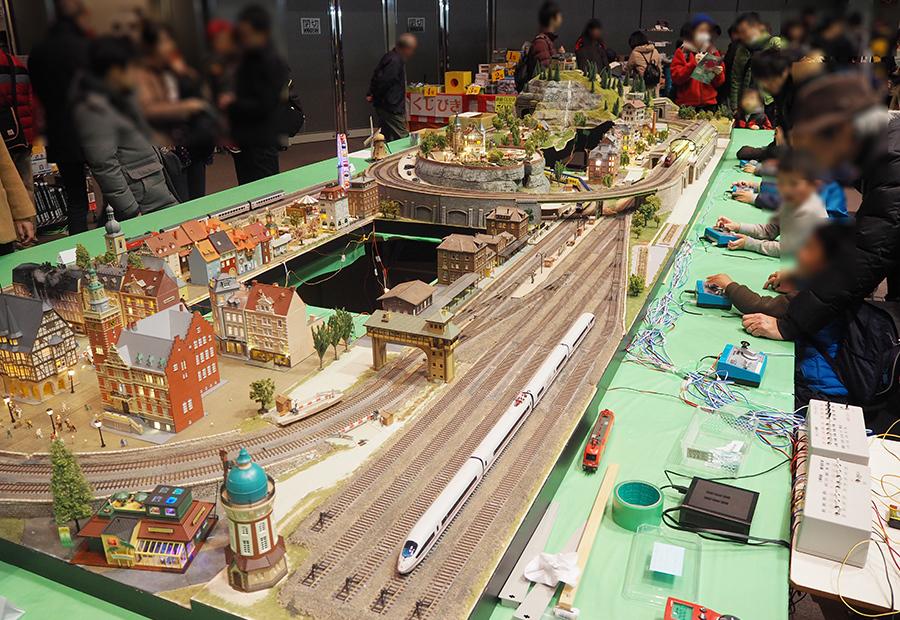 朝から多くの鉄道ファンがつめかけた『鉄道博2017』の様子(7日・大阪「鉄道博2017」)