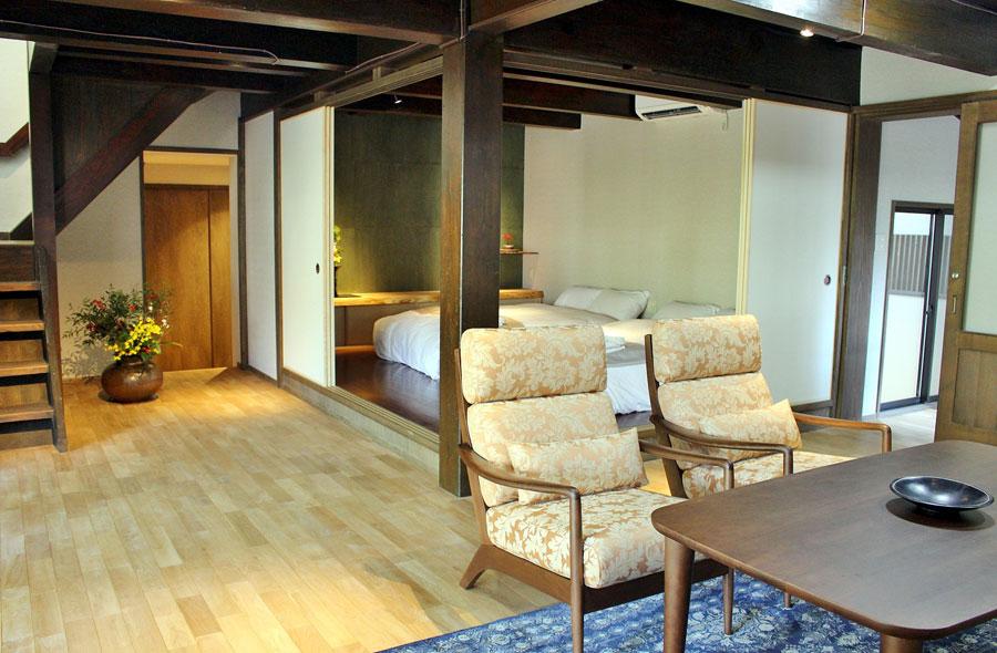 メゾネットタイプ(ツイン・セミダブル・和室あり最大8名宿泊可能)の客室「竹林月夜」