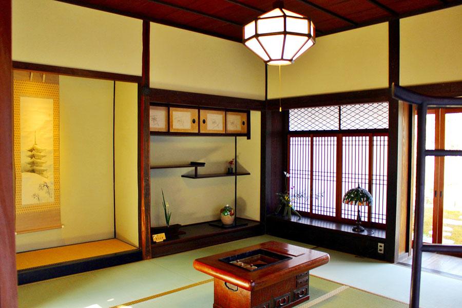 かつて富本氏の書斎だった客室「日新」の和室