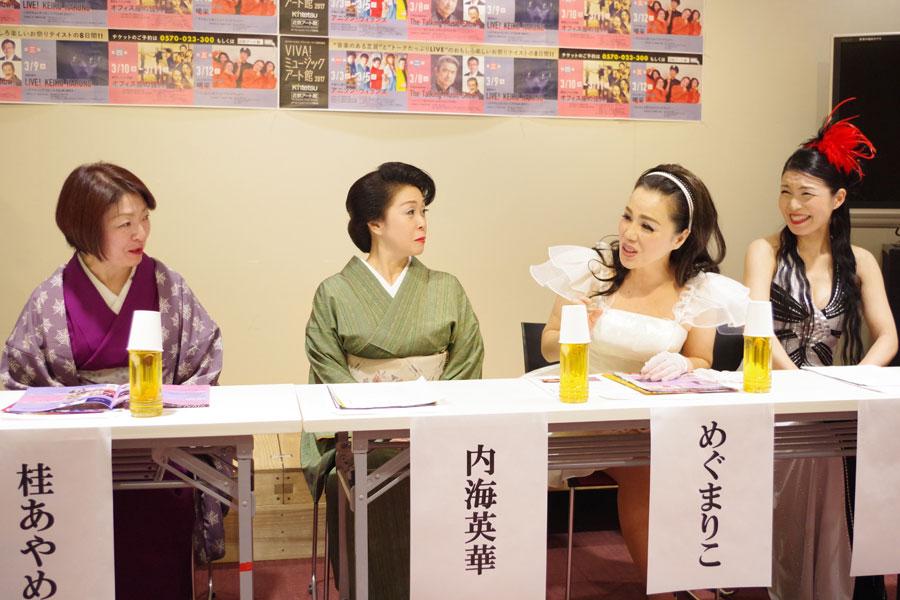 石田には「今回は男1人なので、看守役や面会に来た息子やったり、いろんな役をやってもらおうと思っている」と、左から共演者の桂あやめ、内海英華、めぐまりこ、ヴァチスト太田