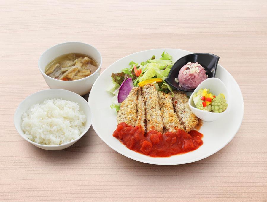 プレミアムマルシェランチ1000円の一例。ランチの内容は週替わりで、メインは肉か魚
