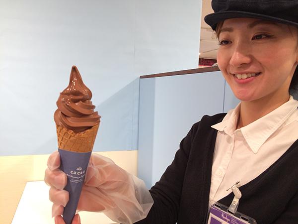 「カカオ」の生チョコソフトは、401円。濃厚なコクがありながら、後口がすっきりした味わい