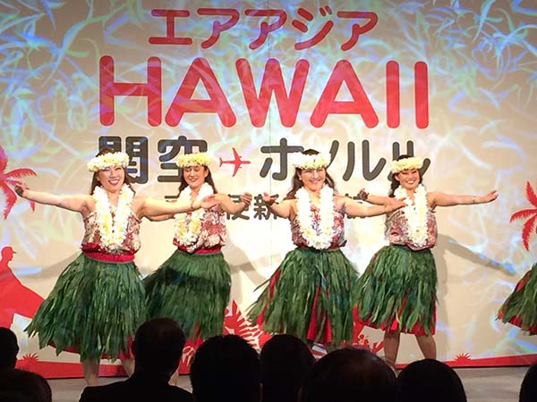 大阪市内でおこなわれた発表会では、フラダンスのお披露目も