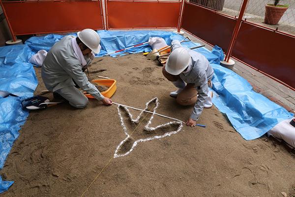 鳥の足跡発掘現場(神戸アートビレッジセンター前)