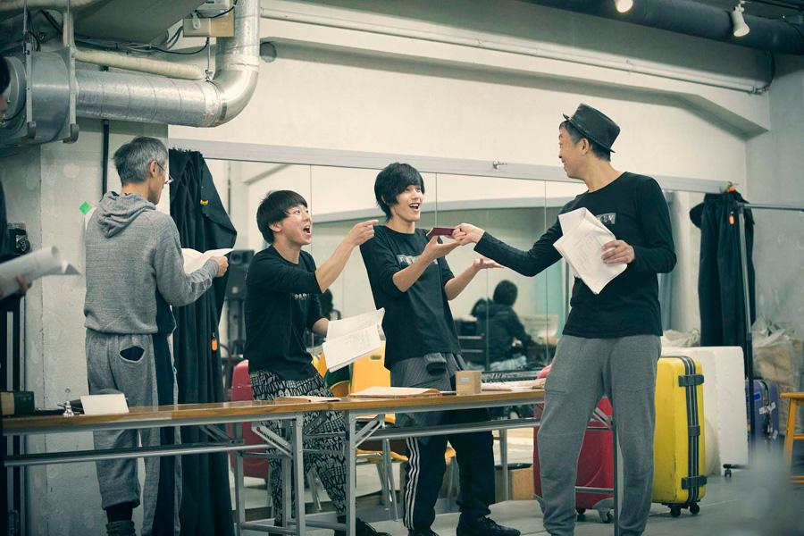 ザ・コンボイショウの稽古中、オリジナルのメンバーとも息の合った様子を見せる本田