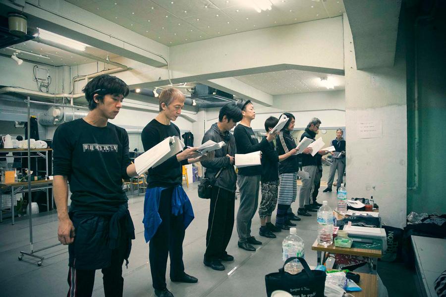舞台『asiapan』に向け稽古中のザ・コンボイショウのメンバー