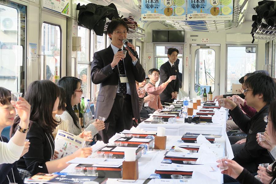 叡山電車『えんでん日本酒電車』の車内の様子(写真は昨年のもの)