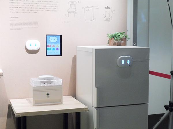 ニューロウェア「mononome」2014年/「目」は、モノと人とのコミュニケーションツール。食べ過ぎるとしかってくれる冷蔵庫、時間通りに取り出すと喜ぶ薬箱など