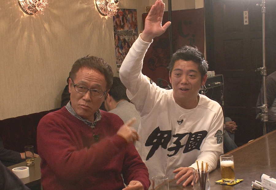 高校野球ファンから絶大な信頼を得ている、松竹芸能のかみじょうたけし(右)