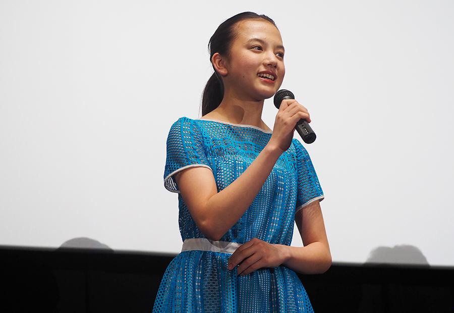 地元大阪での舞台挨拶に登場した女優・清原果耶(28日・大阪市内)
