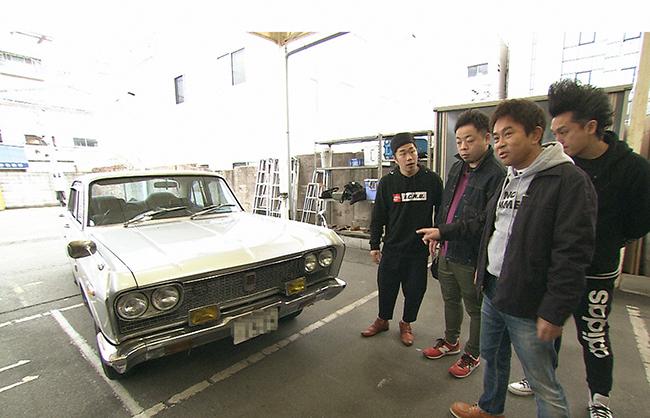 吉田裕の愛車、40年以上前のヴィンテージカー、三菱のデボネアに浜田は大興奮