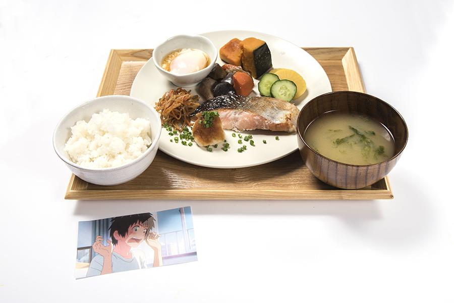 どちらが出てくるかはお楽しみという「立花家と宮水家の朝食」(1280円・場面カットカード付)