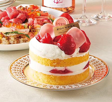 「ファウンドリー」の大きなイチゴを大胆に載せたデコレーションケーキは、2700円(直径11cm、2月24日より販売)