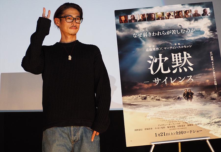 一般の観客とともに出演作『沈黙−サイレンス−』を鑑賞した後、舞台挨拶に登場した窪塚洋介(4日・大阪市内)