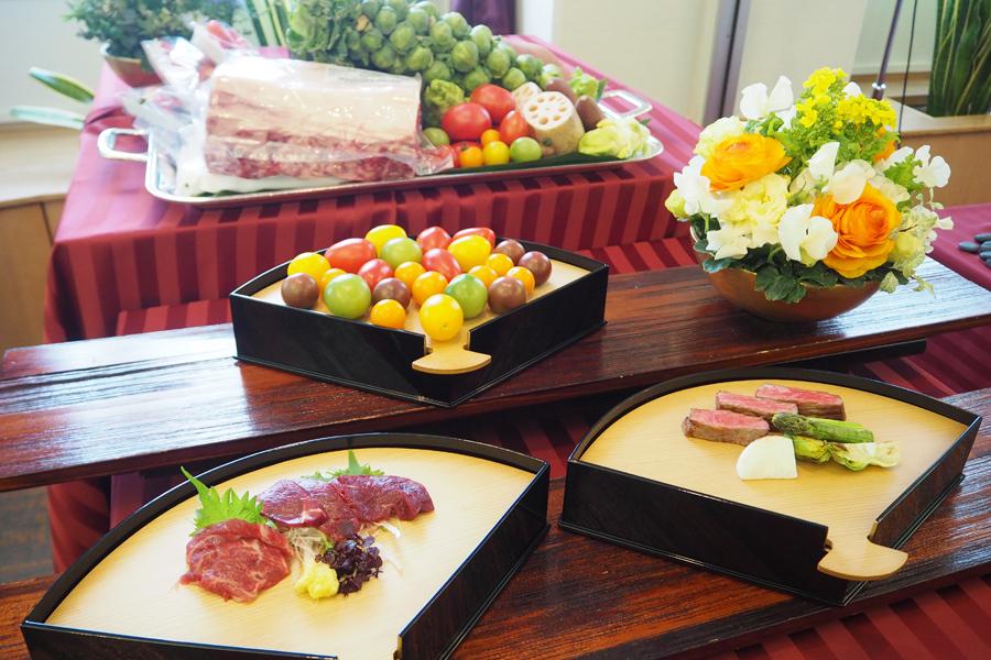 あか牛のステーキや馬刺し、トマトなど熊本の「赤い美味」が堪能できる